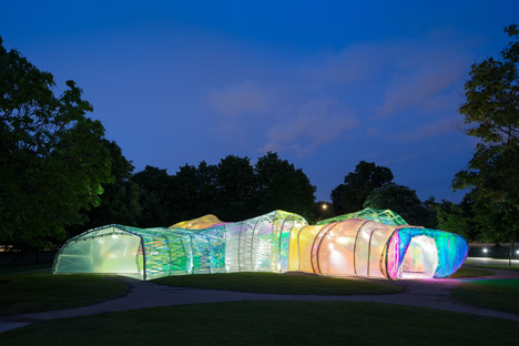 Serpentine-Pavilion-designed-by-Selgascano-2015-photo-by-Iwan-Baan_dezeen_468_3